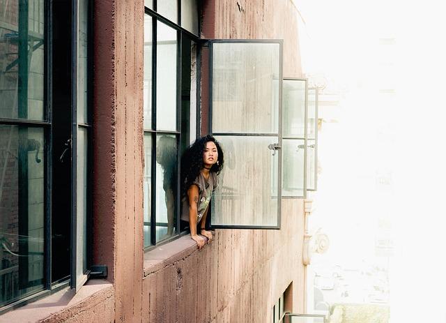 kráska v okně