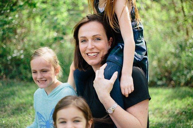 šťastná máma a děti