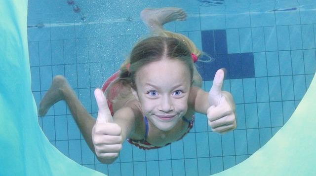 veselá plavkyně